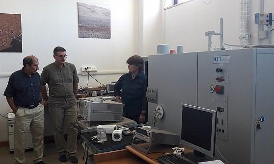 Il simulatore di ghiaccio marziano all'università Roma Tre. Da sinistra Enrico Flamini, Roberto Orosei ed Elena Pettinelli
